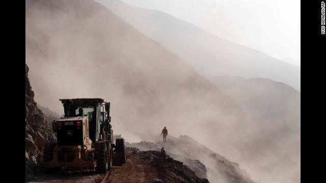 Powerful earthquake strikes off Chile, triggers tsunami