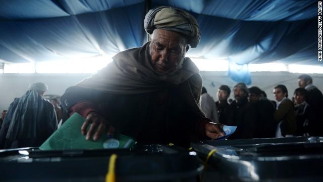 Los afganos eligen nuevo presidente pese a las amenazas islamistas
