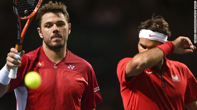 Stanislas Wawrinka (L) and Roger Federer need to rescue Switzerland's Davis Cup hopes in Sunday's reverse singles matches.