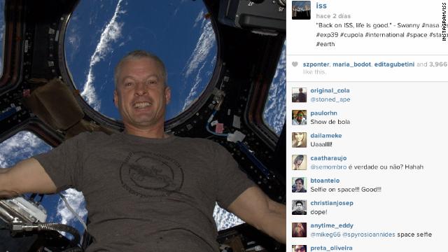 Una 'selfie' es la primera imagen subida a Instagram desde el espacio