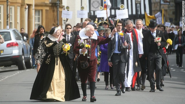 The birthday procession in Stratford-Upon-Avon takes place on April 26. Students from King Edward VI Grammar School, where Shakespeare studied as a boy, place quill pens on the writer's grave.