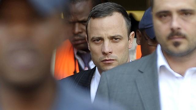 Oscar Pistorius es acusado de mentir en su tercer día de juicio