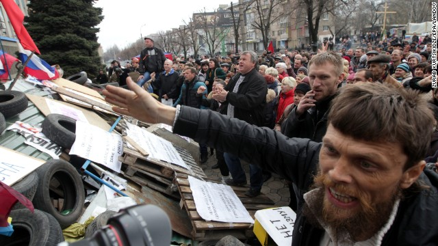 Russian supporters attend a rally in front of the security service building occupied by pro-Russian activists in Luhansk, Ukraine, on April 14.
