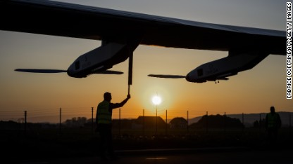 This sun-powered plane can 'fly forever'