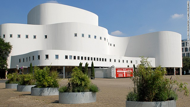 The original German theater dates to 1818 when the king of Prussia gifted it to the residents of Düsseldorf. The modern theater, built in the 1960s, has curved, undulating lines to resemble a theater curtain.