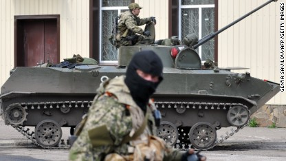 Pro-Russia militants attack military base