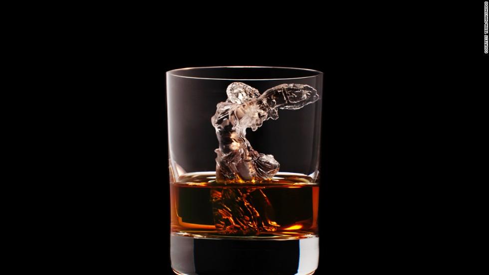 Un whisky 'en las esculturas'