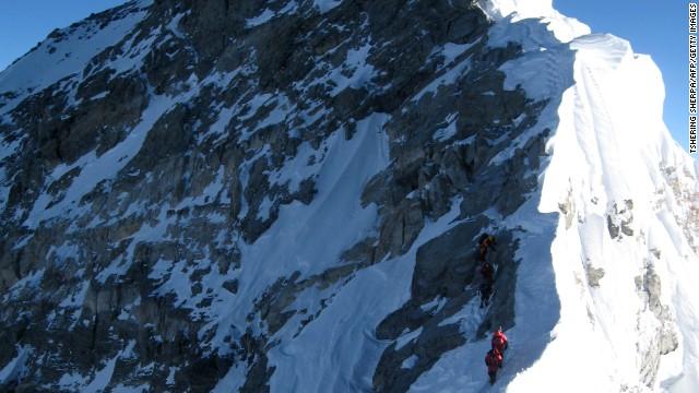 Gigantesca avalancha mata al menos 12 guías en el Monte Everest