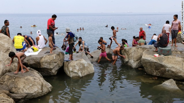 Despite government health warnings due to the polluted waters, many Filipino families flock annually to Manila Bay for an Easter dip.