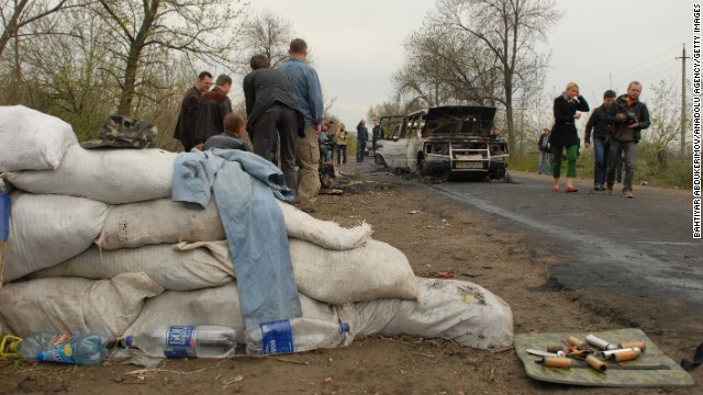 Cars are burned out after an attack at a roadblock in Slavyansk on Sunday, April 20.