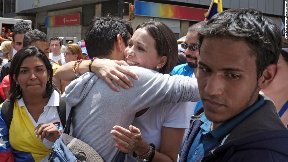 """Manifestantes piden """"resurrección"""" de la democracia"""