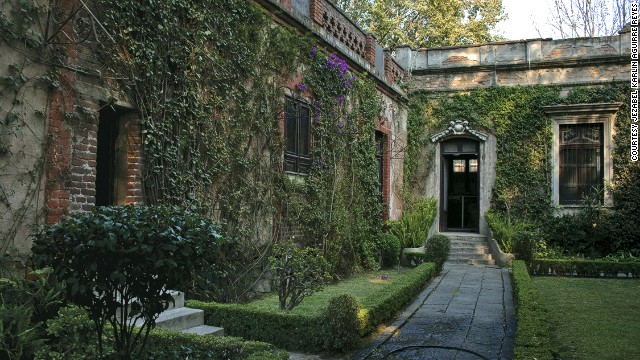 Russian revolutionary Leon Trotsky was killed with an ice pick in the Mexico City villa he shared with his wife. The house has been preserved as it was during the bespectacled communist's residency -- his desk diary is still open at the day of his death.