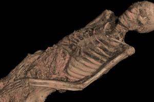 Debajo de las envolturas de una momia