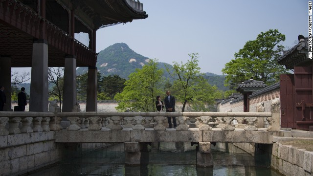 Obama stands with tour guide Sangmee Park at Gyeongbok Palace in Seoul on April 25.