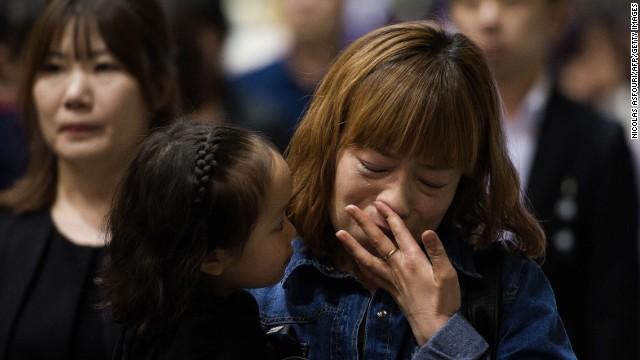 Sobrevivientes de 'ferry' surcoreano vuelven a clase sin decenas de amigos