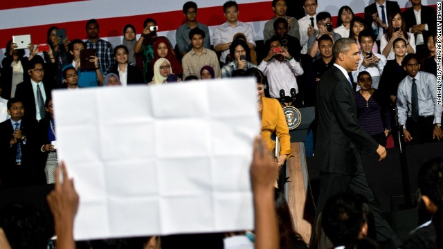 Small signs of dissent during Obama's town hall in Malaysia