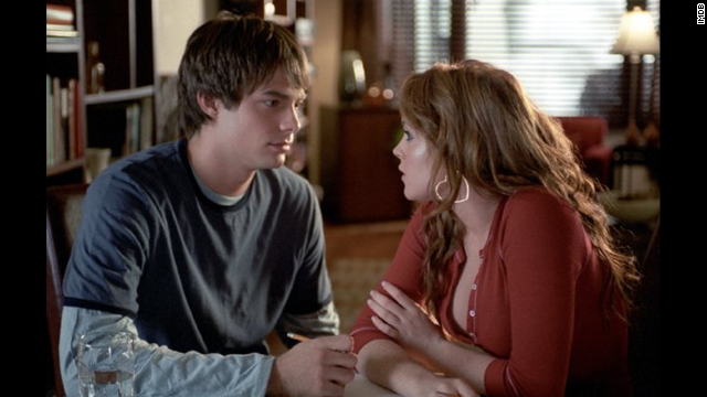 Jonathan Bennett plays the hunky Aaron Samuels, who finds a love connection with Lindsay Lohan's character, Cady.