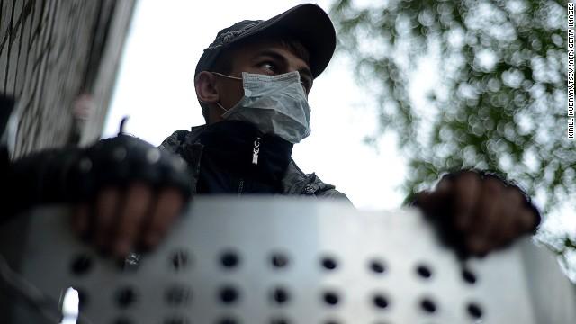 Activistas prorrusos toman más edificios públicos en el este de Ucrania