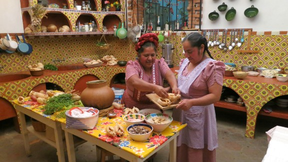 Anthony bourdain parts unknown mexico for Traditional mexican kitchen
