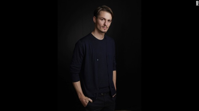 Giles Matthey is Jordan Reed, a CIA computer tech who comes in handy for Yvonne Strahovski's Kate.