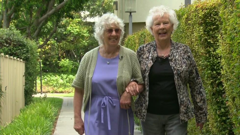 Reencuentro de gemelas separadas al nacer