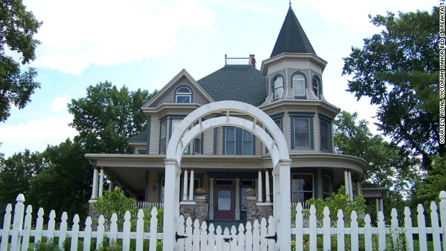 "Recognize this place? Recognize this place? Recognize this place? You should if you've seen ""Groundhog Day."" The Royal Victorian Manor Bed & Breakfast in Woodstock, Illinois, is where time-trapped newsman Phil Connors (Bill Murray) wakes up over and over again."