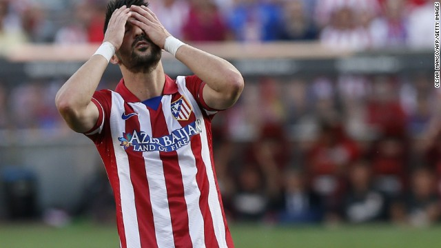 David Villa puts his head in his hands as Ateltico Madrid draw 1-1 with Malaga.