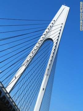 The Shimanami Kaido route has seven magnificent bridges, including Ikuchi Bridge.