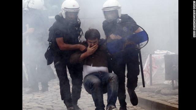 Manifestantes y policías se enfrentan en Turquía por accidente minero