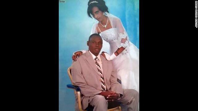 La mujer cristiana de Sudán recién liberada enfrenta dos nuevos cargos