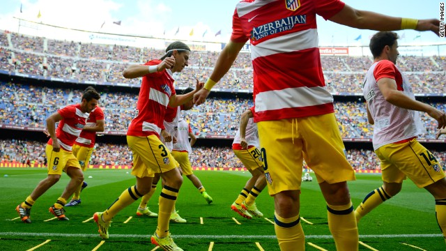 Ateltico Madrid warmed up in front of a partisan home crowd. While more than 90,000 Catalans were in the Nou Camp, less than 500 tickets were given to Atletico fans.