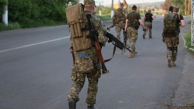 Rusia dice que evacúa sus tropas lejos de Ucrania; la OTAN no ve señales de retirada