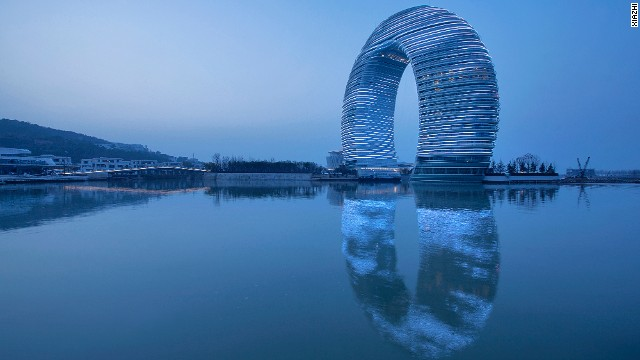 About 19,000 LED lights illuminate the facade at night, allowing animated images to be cast on the waters of Lake Tai, near Shanghai. The hotel's ring shape allows all rooms to have balconies and views and receive daylight from all directions. <strong>Architects: </strong>MAD, Shanghai Xian Dai Architecture Design