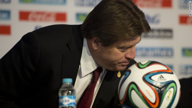 'El Piojo' Herrera prohíbe a los jugadores del Tri tener sexo durante el mes del Mundial