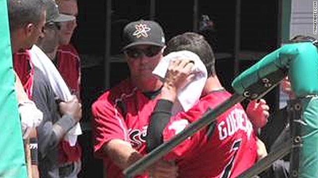 Jugador de béisbol de la MiLB es mordido en la oreja por un compañero