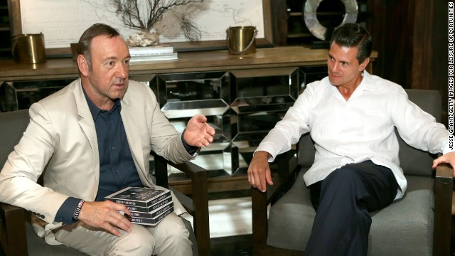 Kevin Spacey (left) met with Mexico President Enrique Pena Nieto and signed a DVD box set of his series