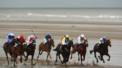 The field charge down the course in the third race at the Laytown beach racetrack on September 11, 2008 in Laytown, Ireland. (Photo by Mike Hewitt/Getty Images)