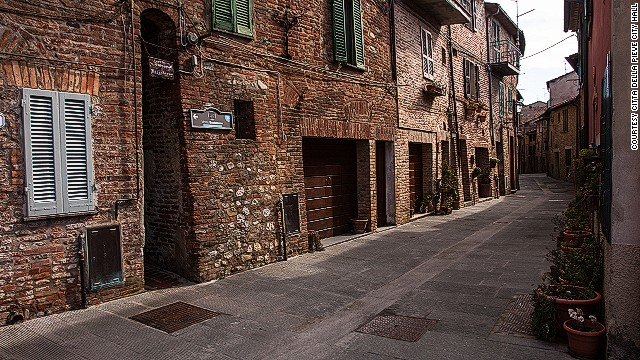 """Kisswomen alley's name springs from the """"fertile imagination"""" of romantic locals, according to local officials."""