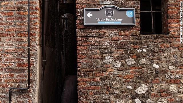 And then there's Kisswomen alley in Citta della Pieve, where locals also claim the record.