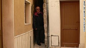 Oscar de Lena: A man in a tight spot