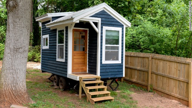 Teen builds tiny house School project becomes memorial to dad