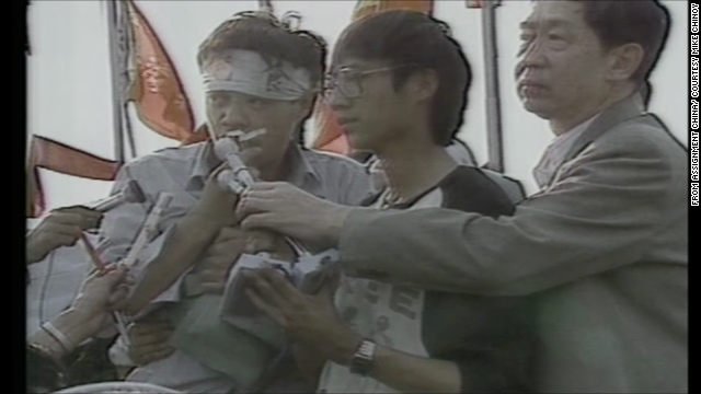 Student leaders Wu'er Kaixi (left) and Wang Dan (center), from