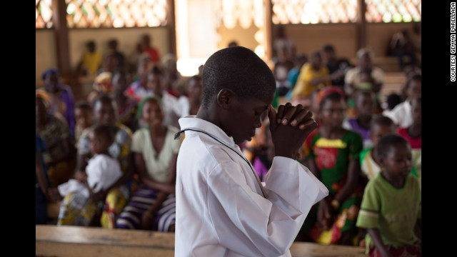 After three days of clashes in Bambari, the mood is calmer on May 25 as people gather for a Sunday service.