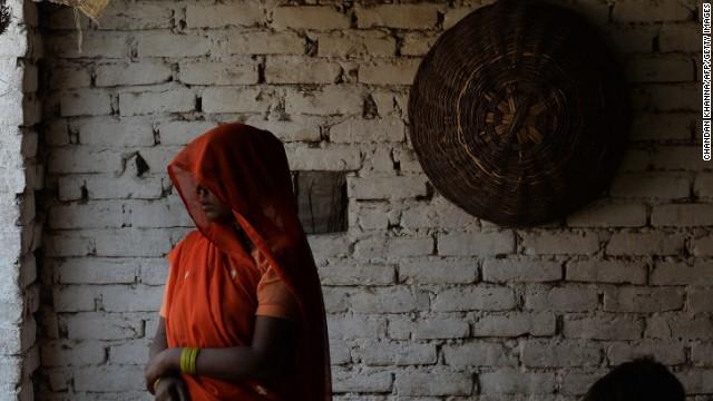 Familias de niñas violadas y colgadas en India piden horca para agresores