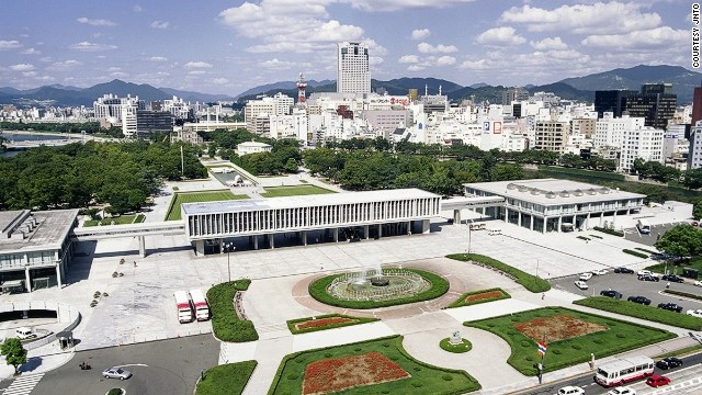 Visits by foreign tourists to the Hiroshima Peace Memorial Museum hit a record high of 200,086 in 2013.