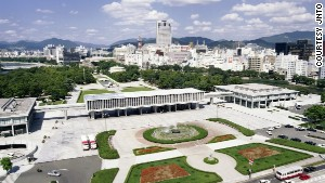 Visits to the Hiroshima Peace Memorial Museum by foreign tourists hit a record high of 200,086 in 2013.