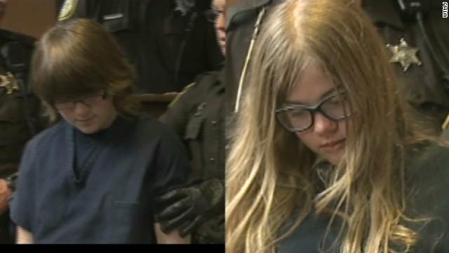 """Dos niñas apuñalaron a una amiga 19 veces para """"hacer realidad"""" una leyenda de internet"""