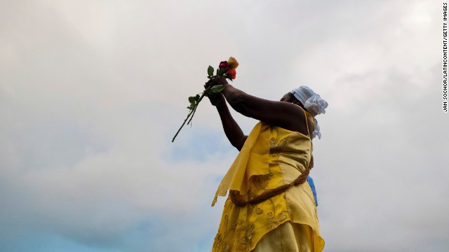 Throwing flowers into the sea is a way of offering a gift to Yemanjá. Each February 2, thousands of Yemanjá devotees participate in the colorful celebration in her honor.