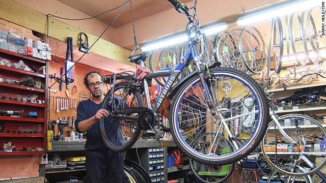 "Cycle mechanic Geert Gelissen says tourists who don't know how to behave on Amsterdam's bike paths are a problem -- especially when they come up against ""stubborn"" Dutch cyclists."