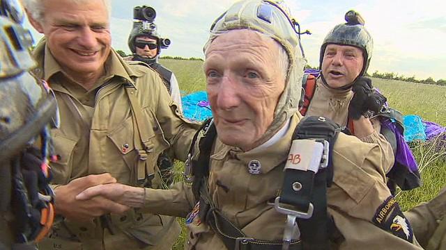 Saltó en paracaídas en el Día D y 70 años después lo vuelve a hacer